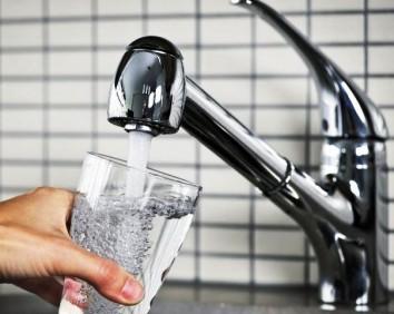 Voda iz slavine jeftino savladava karijes