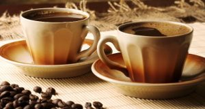 Najnoviji CAD/CAM materijali otporniji na prebojavanje od kafe od konvencionalnih kompozitnih materijala