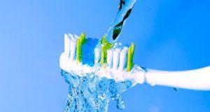 Da li treba pokvasiti  četkicu za zube prije stavljanja paste za zube